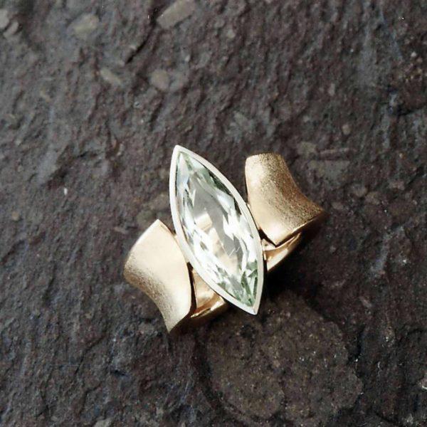 Ring in Gelb- und Weissgold 750 mit Beryll Navette