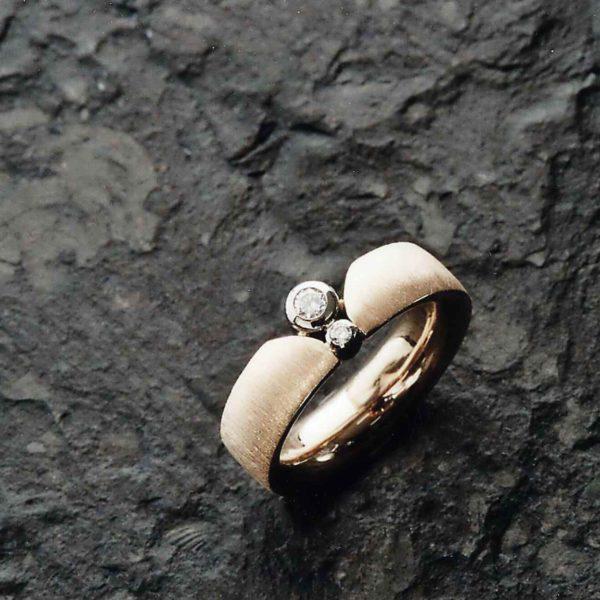 Ring in Gelb- und Weissgold 750 mit Brillanten